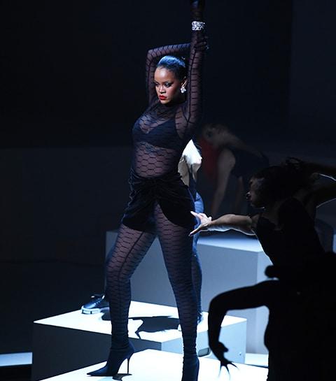 #NYFW: Rihanna livre le show de lingerie le plus dingue de l'histoire