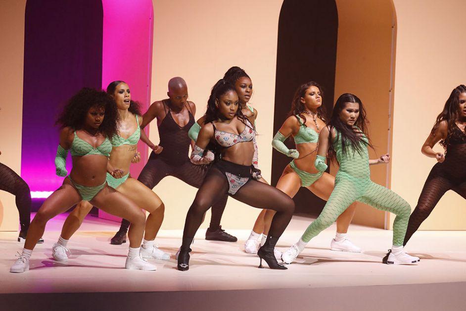 show Savage x Fenty danseuses