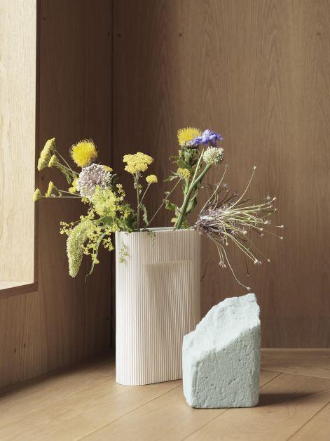 1569486036243134ridge-vase-off-white-muuto-med-res