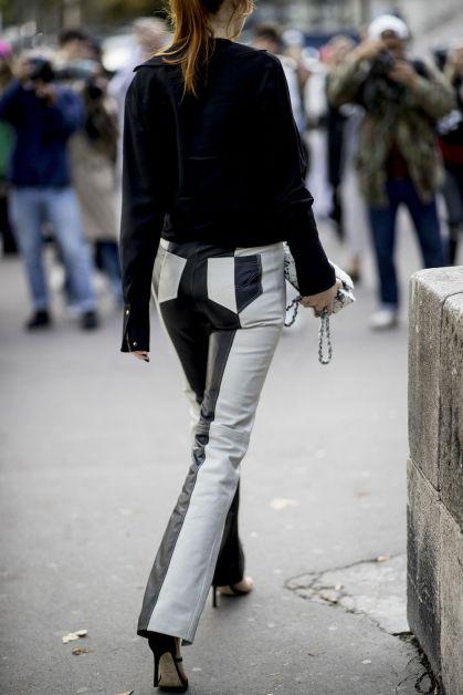 Pantalon en cuir noir et blanc