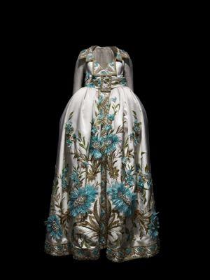Robe-–-manteau,-Passage-43,-Printemps-Eté-2005-©-Dior-