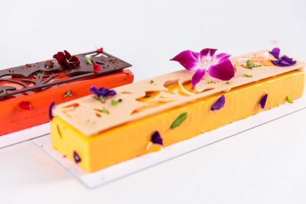 Bûche de Noël floral mango cokoa