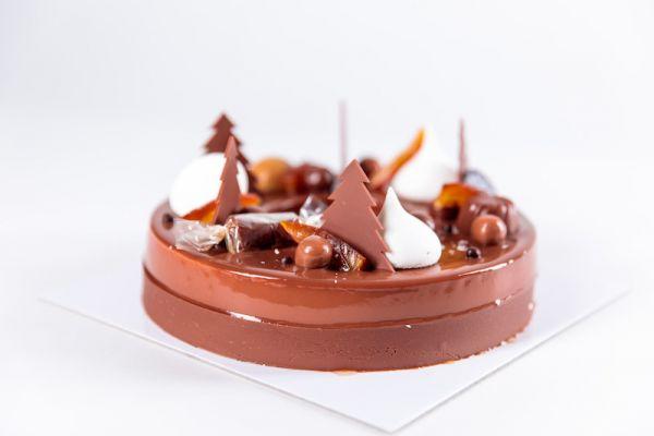 Bûche de Noël Casse-Noisettes au caramel et chocolat