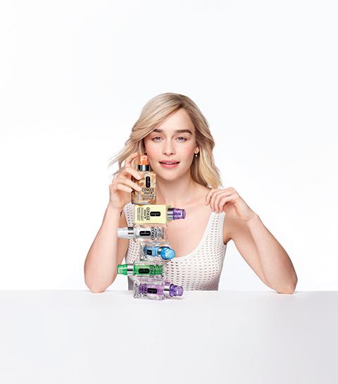 Visuel de campagne de Clinique avec l'actrice Emilia Clarke.