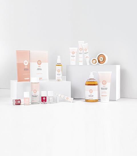 Gamme de produits d'hygiène et de maquillage de la marque Même destinées aux malades atteints du cancer.