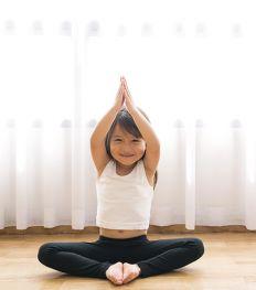 Le yoga : une activité ludique et zen pour les enfants