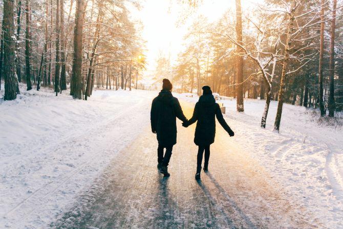 couple neige balade