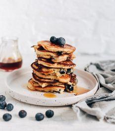 Pancakes au fromage frais, myrtilles et sirop d'érable