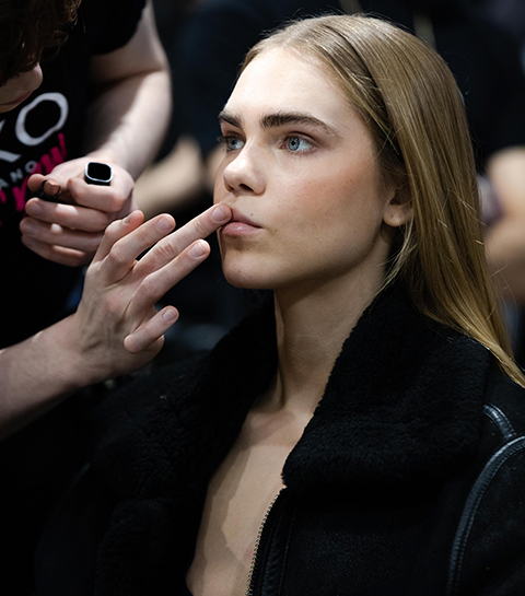 C'était comment : s'infiltrer en backstages en pleine Fashion Week parisienne ?