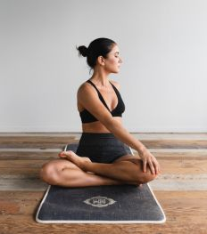 Des cours de yoga en ligne gratuits pour se recentrer en temps de coronavirus