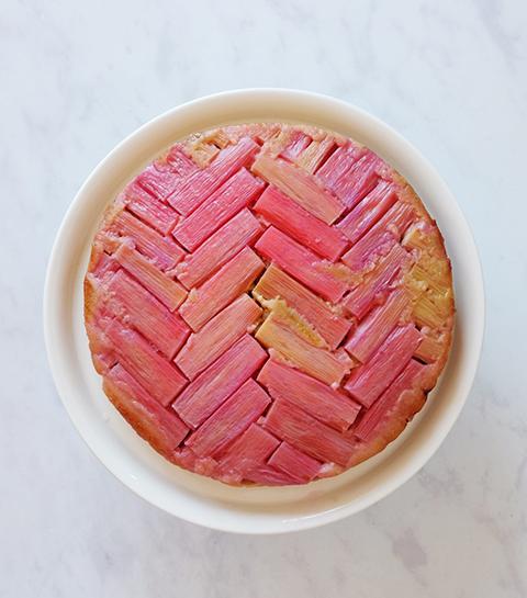 Gâteau géométrique à la rhubarbe