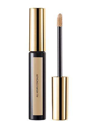 Pour un make-up nude réussi utilisez le Concealer All Hours longue tenue et couvrance parfaite d'Yves Saint Laurent.