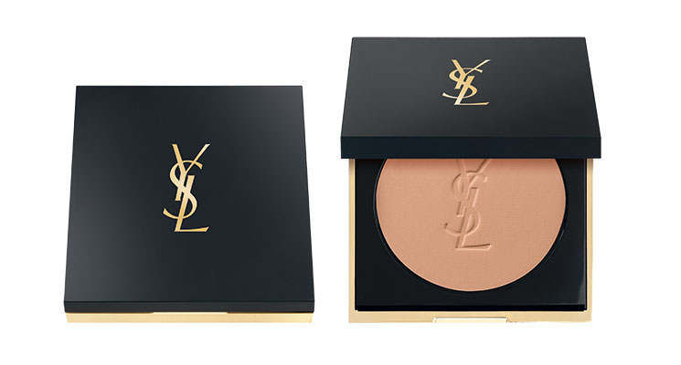 Pour un make-up nude réussi utilisez la Poudre légère et matifiante All Hours d'Yves Saint Laurent.