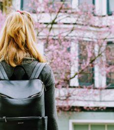 Comment le sac à dos est devenu une pièce de mode ?