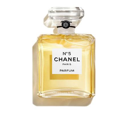 Flacon du très célèbre parfum N°5 imaginé par Gabrielle Chanel.