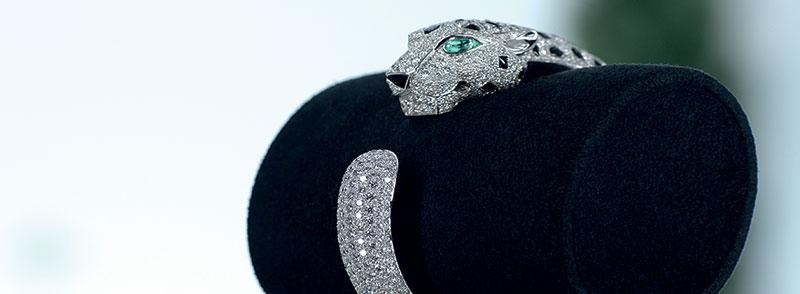Le bracelet Panthère de Cartier, une création mythique de Jeanne Toussaint.