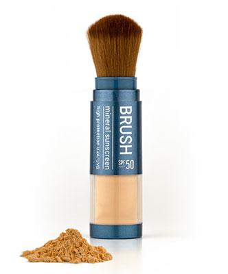 Pinceau Sunday Brush contenant une protection solaire minérale SPF 50.