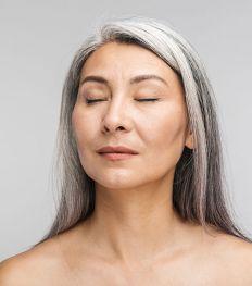 Cheveux blancs : comment réussir une transition en douceur ?