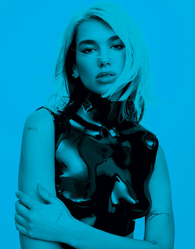 Dua Lipa en cuirasse Tom Ford et prise en photo par Zoey Grossman.