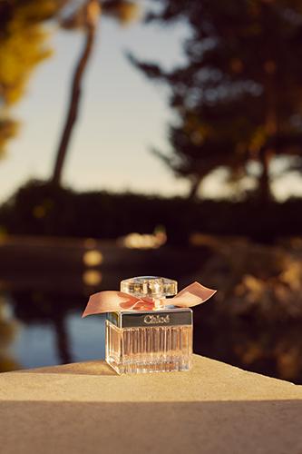 Flacon de Rose Tangerine, la nouvelle version de l'eau de toilette signature de Chloé.