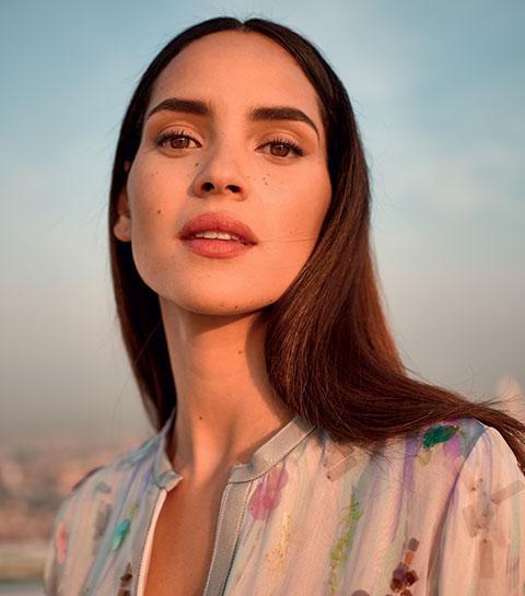 Interview : Adria Arjona égérie du nouveau parfum MY WAY d'Armani