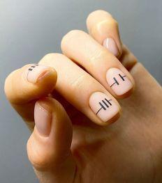 "C'est quoi la ""virgin manucure"", la tendance nail art ultra minimaliste ?"