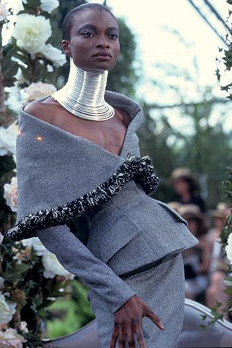 Collection haute couture automne-hiver 1997 Christian Dior par John Galliano.
