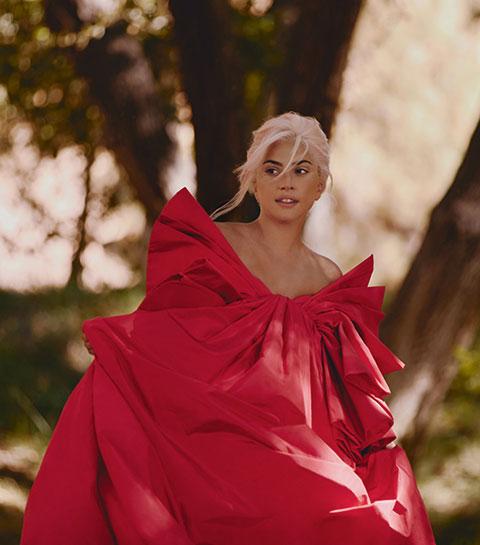 Lady Gaga sur le shooting de la campagne pour le lancement du nouveau parfum féminin de Valentino : Viva Voce