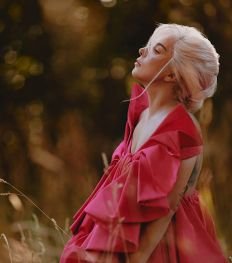 Lady Gaga égérie engagée du nouveau parfum féminin Valentino