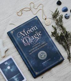On a testé : 6 rituels magiques pour devenir une sorcière