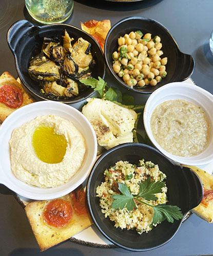 Assiette méditerranéenne servie par le restaurant Argan au Dolce by Wyndham La Hulpe Brussels.