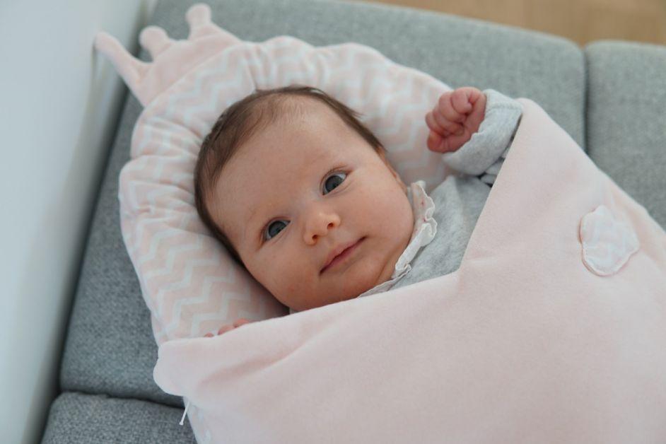 bébé dans cocon