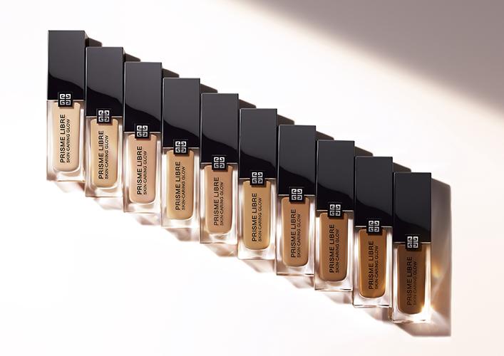 Gamme de 30 couleurs du nouveau fond de teint Prisme Libre Skin-Caring Flow de Givenchy.