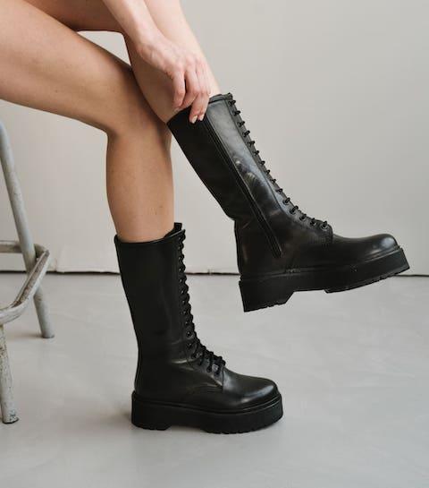 Shopping : les plus belles bottes à plateformes pour affronter les jours de pluie