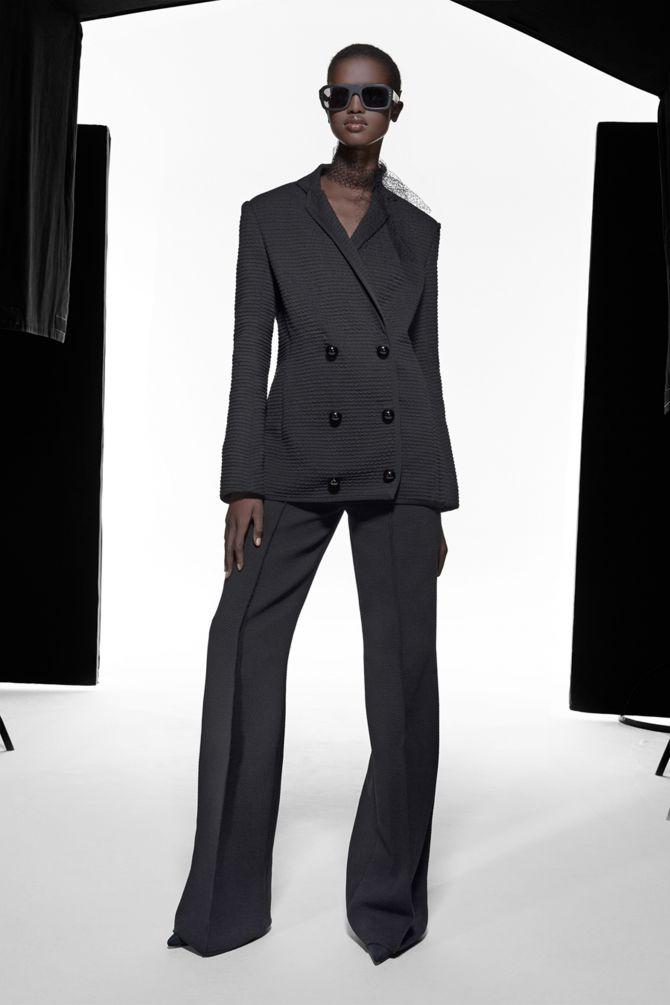 femme costume noir