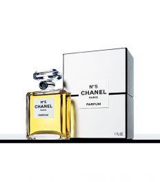 L'iconique parfum N°5 de Chanel fête ses 100 ans
