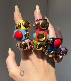 Les bijoux nineties font leur grand retour sur Instagram