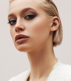 Cheveux blonds : quels sont les meilleurs produits pour en prendre soin ?
