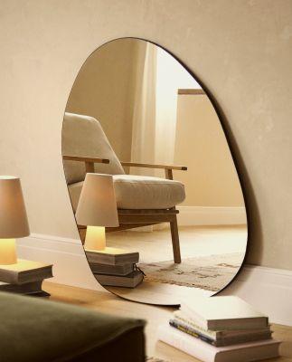 Grand miroir irrégulier