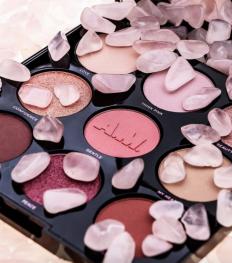 AM Cosmetics : une nouvelle gamme make-up infusée de cristaux