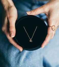 Saint-Valentin : un bijou belge en or recyclé qu'on rêve de se faire offrir