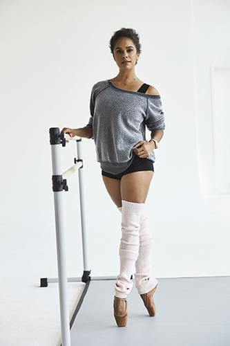 Misty Copeland posant en tenue de danse.