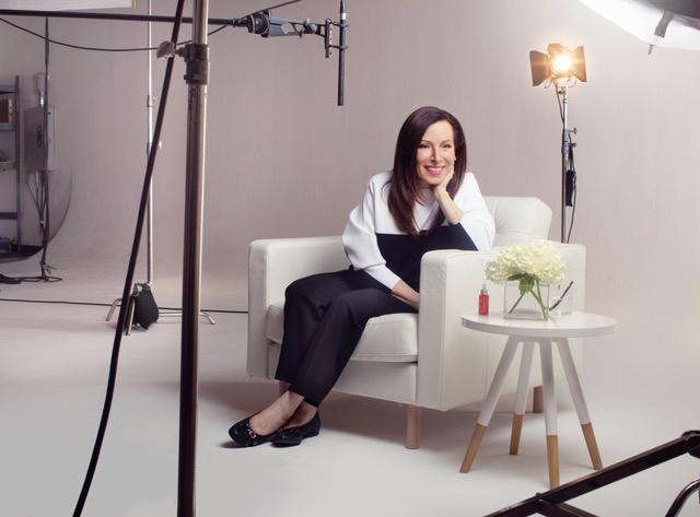 """Portrait de Paula Begoun, fondatrice de la marque de soins Paula's Choice et surnommée la """"Flic des cosmétiques""""."""