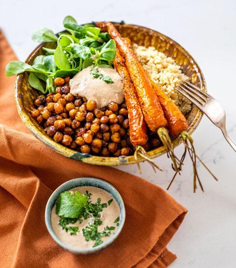 Le quinoa aux carottes et pois chiches grillés sauce tahin d'Audrey Elsen