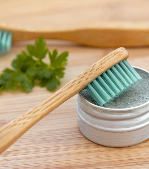 Qu'est-ce qui explique le succès des dentifrices solides ?