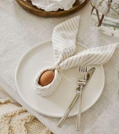 Pâques : 4 chouettes façons de plier les serviettes