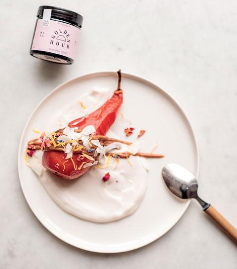 La poire à l'hibiscus, yaourt noix de coco et caramel de maca de Yosogreen