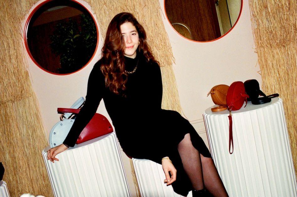 Clara Assi dans sa boutique parisienne