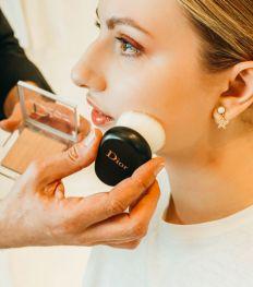 Tuto : le maquillage teint zéro défaut et yeux revolver à copier cet été (VIDEO)