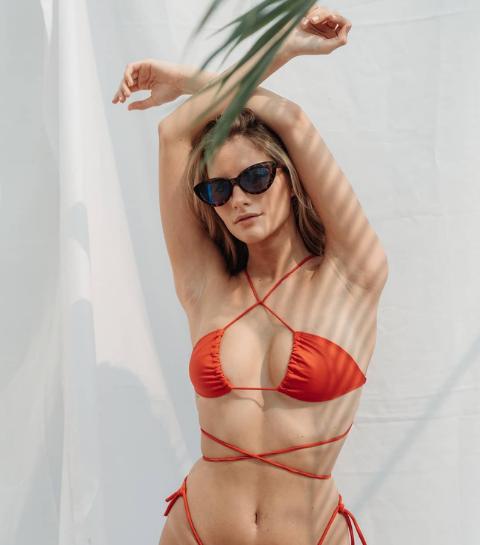 Upside-down bikini : La nouvelle façon de nouer son maillot de bain